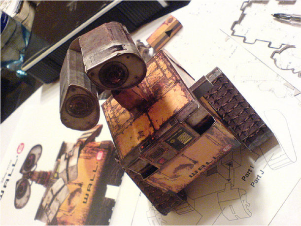 http://www.paper-toy.fr/wp-content/uploads/2011/07/Blog_Paper_Toy_papertoy_Wall_E_picture_2.jpg