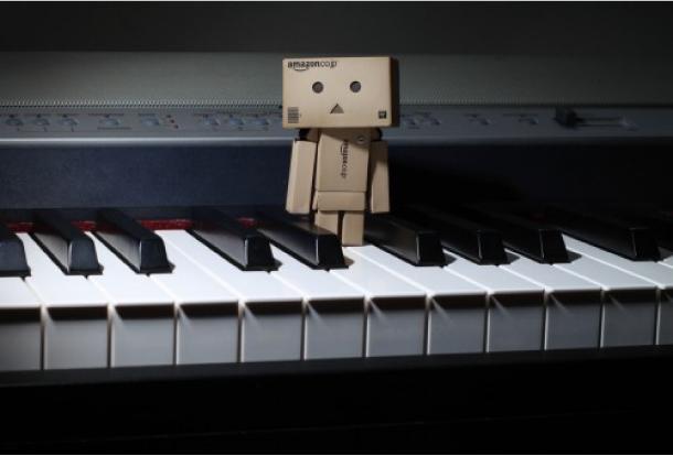 Blog Paper Toy papertoy Danbo piano Danbo, le robot en carton...