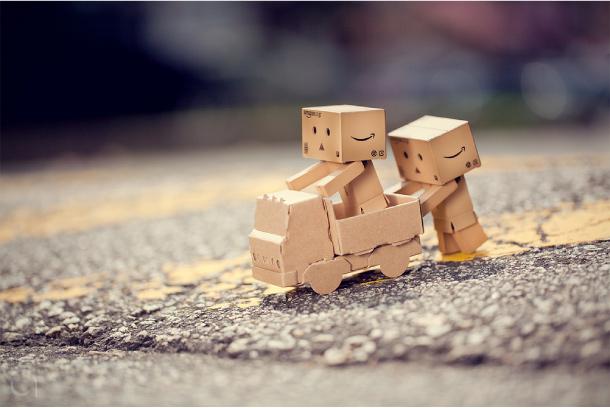 Blog Paper Toy papertoy Danbo playing Danbo, le robot en carton...