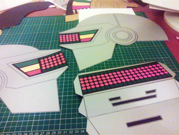Blog Paper Toy papercraft Daft Punk Helmets pic1 Daft Punk Helmets papercraft (x 2)